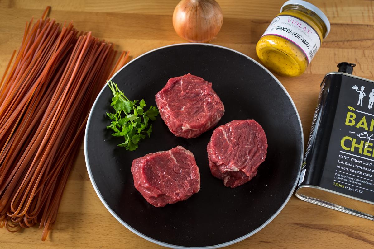 büffel-medaillons-peperoncino-pasta-übersicht