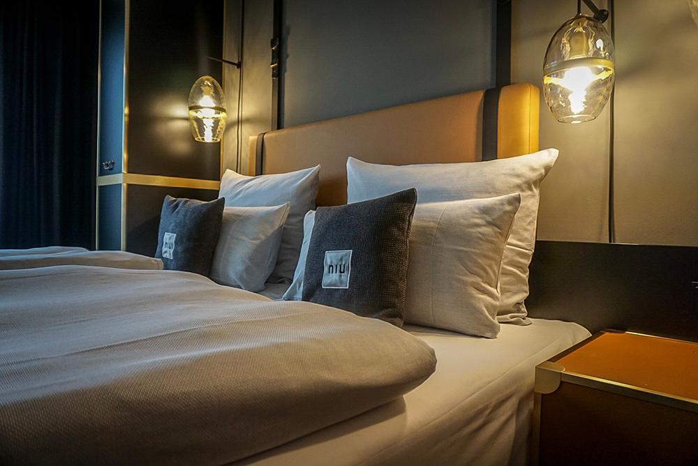 NIU Hotel Cobbles Bett