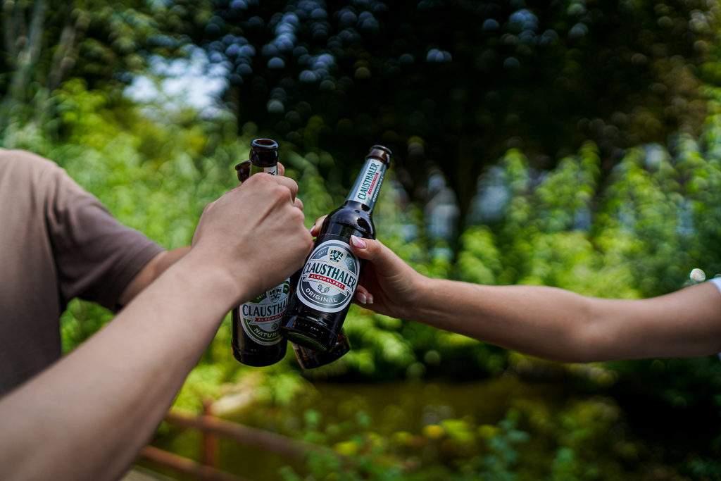 Clausthaler Alkoholfrei - Anstoßen